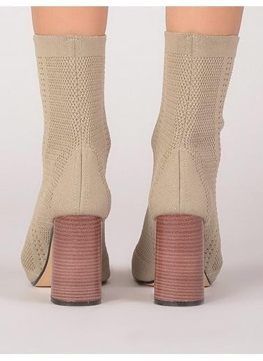Mecrea Kalın Topuklu Uzun Sandalet Ten